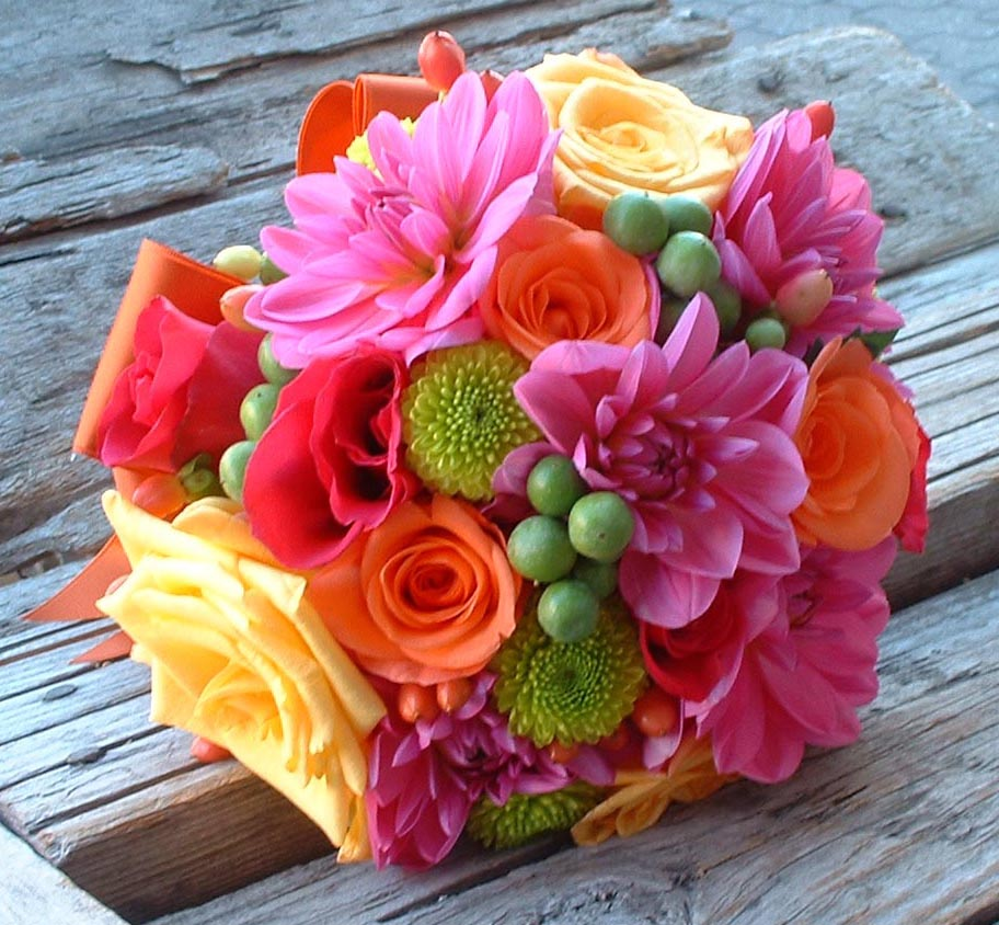 Hand-tied or Traditional Wedding-bouquet. – FLORAFOCUS