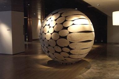 giant-wooden-spheres-lee-jae-hyo-sculptures-2