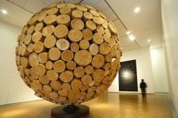 giant-wooden-spheres-lee-jae-hyo-sculptures-3