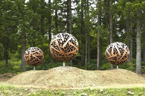 giant-wooden-spheres-lee-jae-hyo-sculptures-4