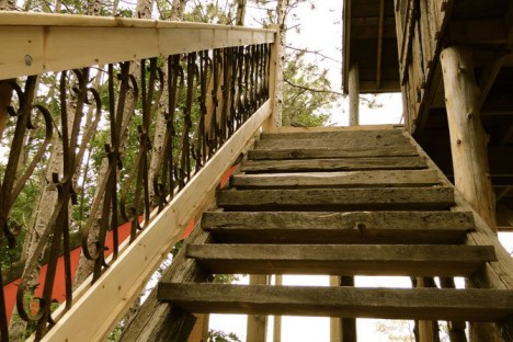 tree-house-stairs-468x312