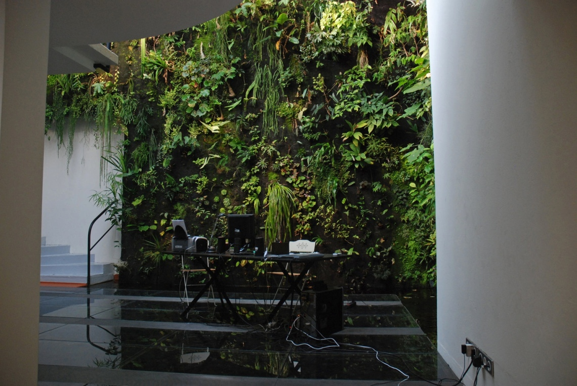 Patrick-Blanc-Interior-vertical-garden-workspace